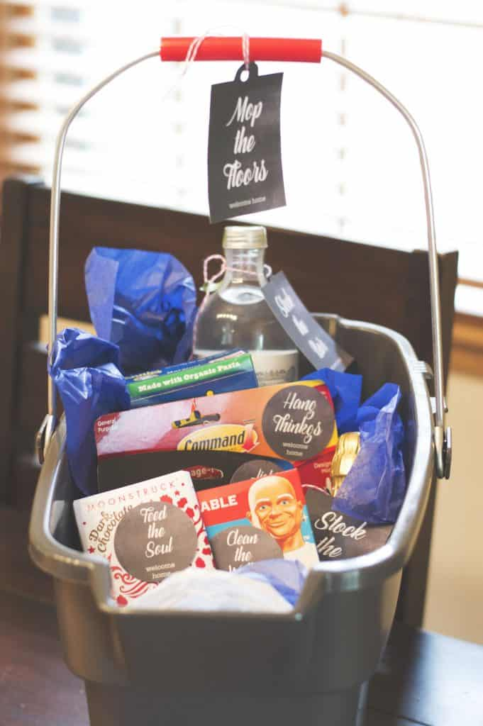 Welcome Home Gift Basket for friends, family and new neighbors. Download the free printable at Elva M Design Studio.