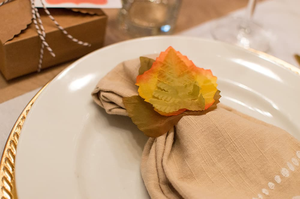 DIY Fall Napkin Ring using toilet paper roll and faux leaves
