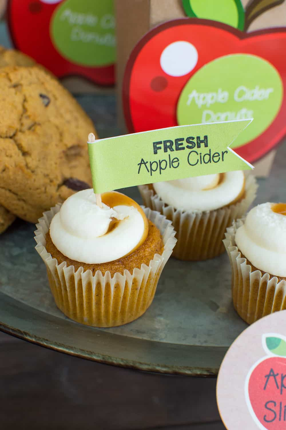 Pumpkin Cupcakes with free apple cider printable