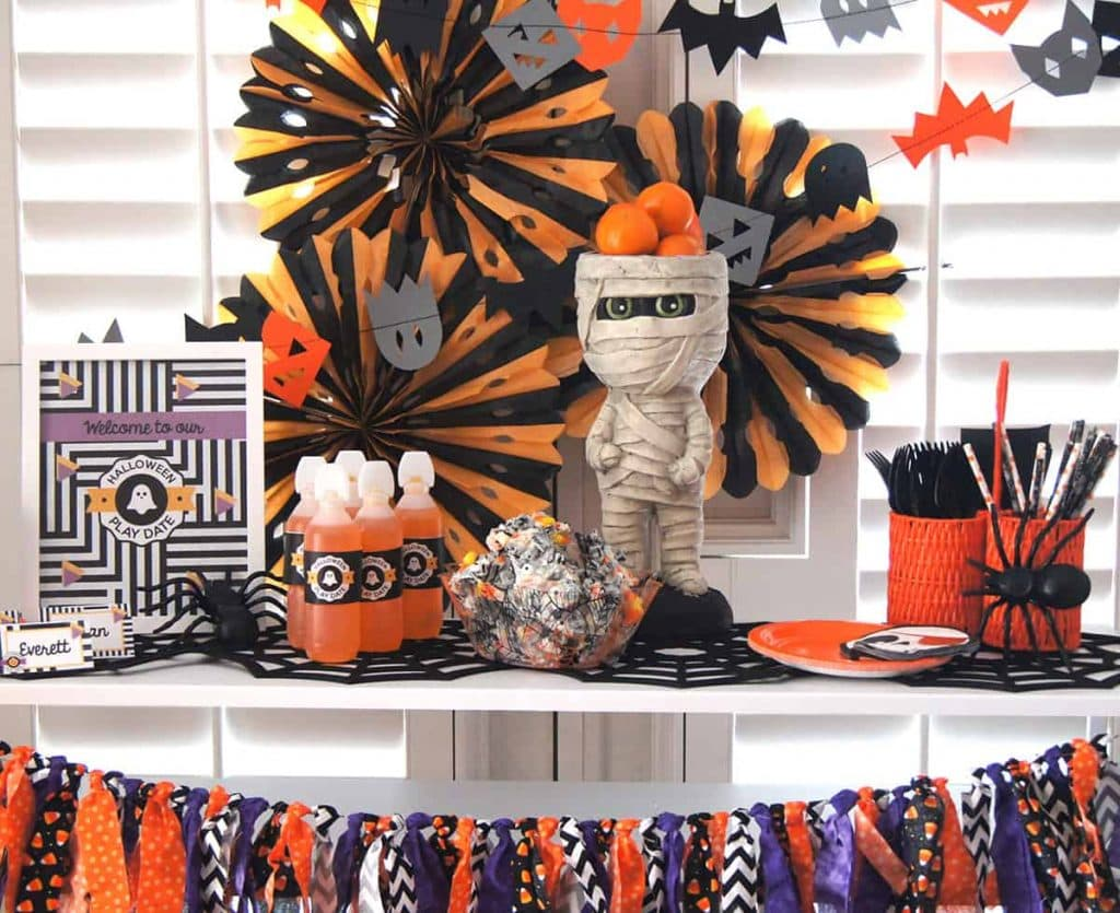 Halloween play date table styled by Sprinkles & Confetti with free printables from Elva M Design Studio.