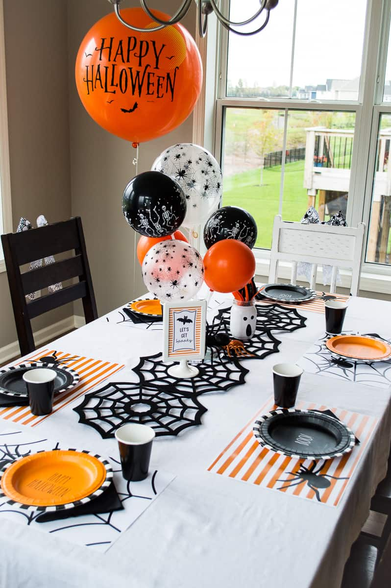 Spider Halloween party table