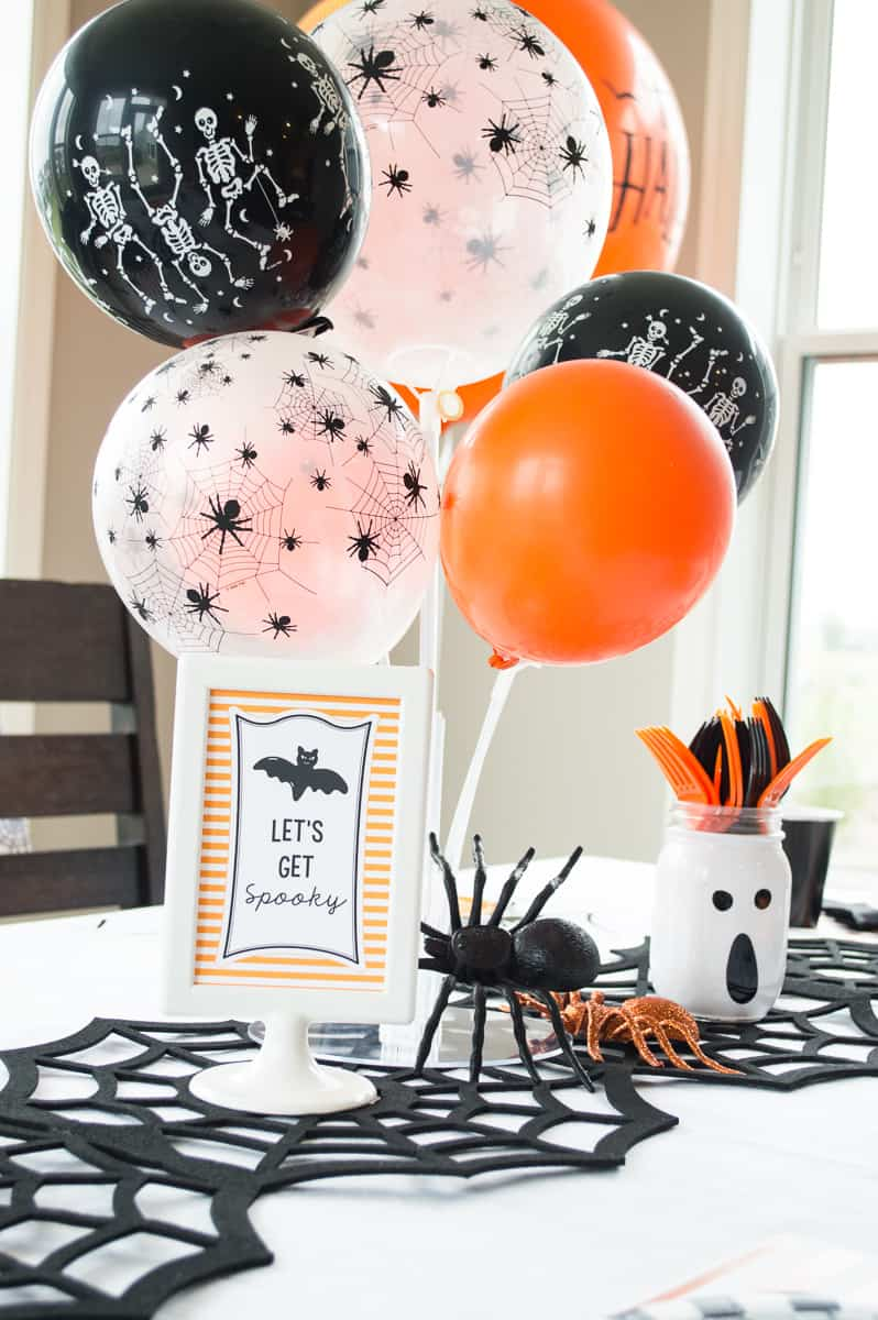 Halloween table centerpiece and free printable sign