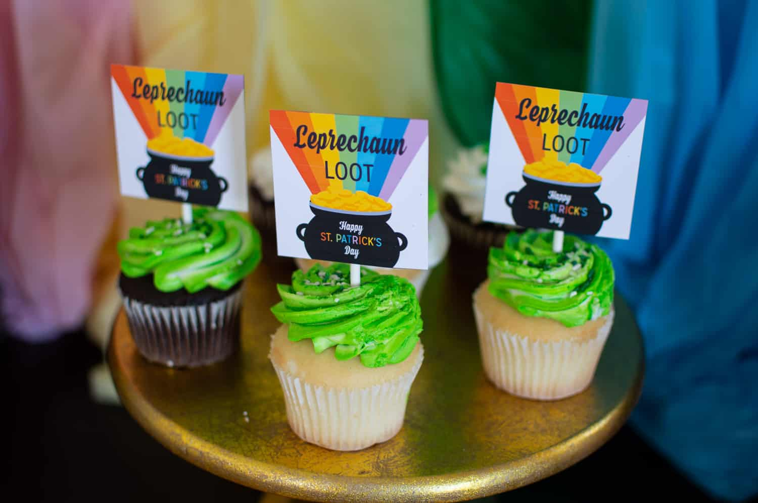"St. Patrick's Day cupcakes with free printable ""leprechaun loot"" cupcake toppers"