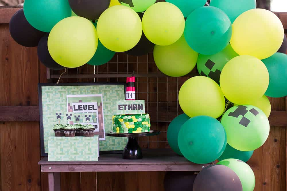 Minecraft balloon arch dessert table