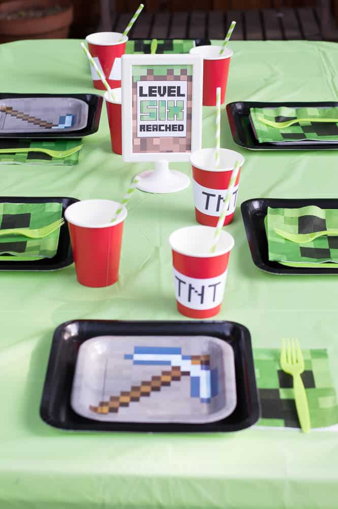 Minecraft party table setting