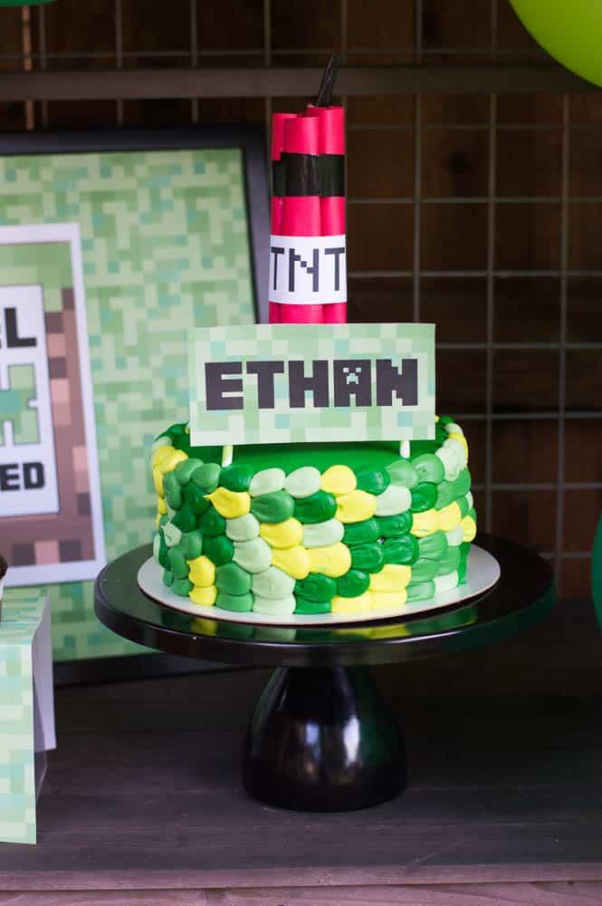 Minecraft birthday party cake
