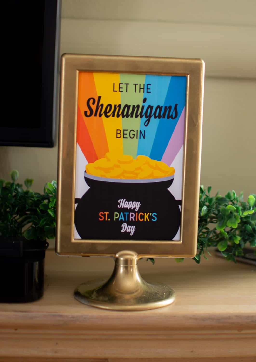 Who doesn't love some shenanigans for St. Patrick's Day? Free printable available at elvamdesign.com.