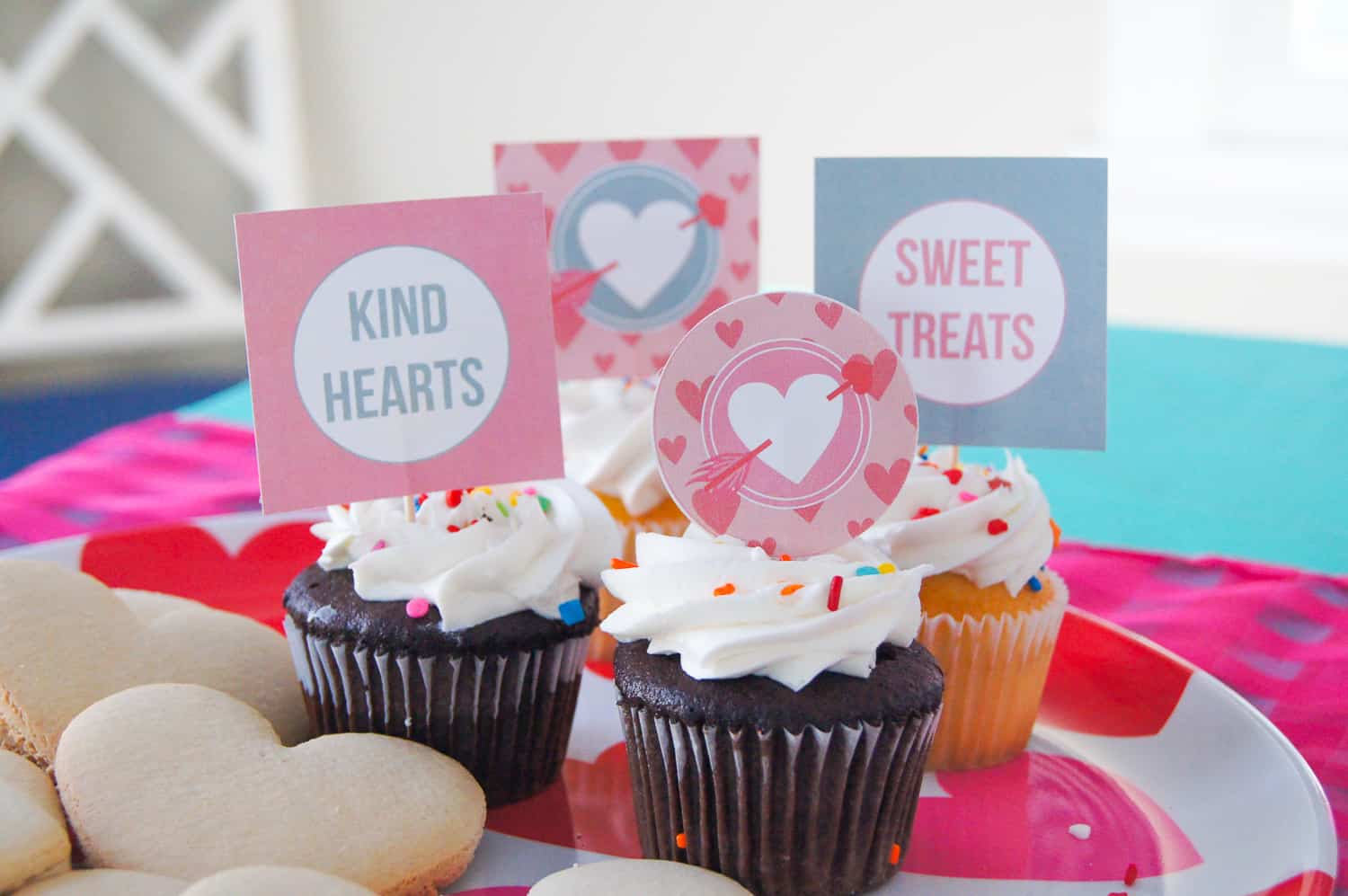 Free Valentine's Day cupcake toppers